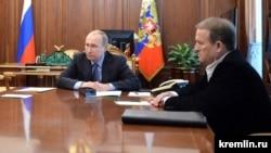 Віктор Медведчук (п) і Володимир Путін (л), архівне фото з зустрічі в Москві 2016 року