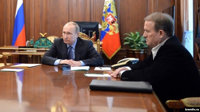 Президент Росії Володимир Путін (ліворуч) і керівник проросійської організації «Український вибір» Віктор Медведчук у Кремлі. Москва, 25 травня 2016 року
