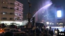 Поліція застосовує водомет проти демонстрантів у Тегерані