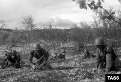 Установка мин советскими солдатами, Халкин-Гол, 1939 год