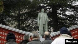 Ստալինի արձանի բացումը Վրաստանի Զեմո Ալվանի գյուղում, 21-ը դեկտեմբերի, 2012թ.