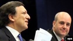 Евробиримдиктин биринчи президенти жана тышкы иштер министри дайындалганын Жозу Мануэл Баррозу жана Швециянын премьер-министри Фредрик Рейнфелдт(оңдо) кечээ Брюсселде жарыялашты.