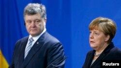 Украинанын президенти Петро Порошенко жана Германиянын канцлери Ангела Меркель