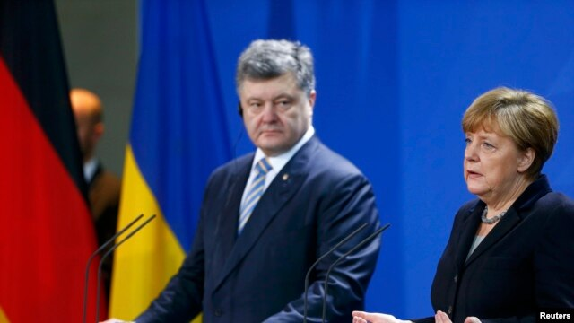 German Chancellor Angela Merkel (right) and Ukrainian President Petro Poroshenko address a news conference at the Chancellery in Berlin on February 1.