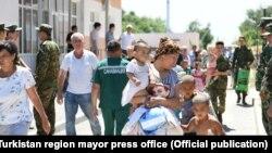 Тысячи людей эвакуированы из города Арысь Туркестанской области в город Шымкент и в близлежащие районы. 24 июня 2019 года.