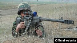 A Karabakh Armenian soldier practices sniper fire during a military exercise. (file photo)
