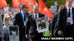 Президент Росії Володимир Путін під час акції «Безсмертний полк». Москва, 9 травня 2015 року