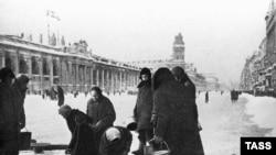 Жители блокадного Ленинграда, 1941 год.