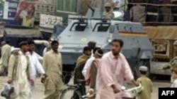 در پی اعلام حالت فوق العاده، نيروهای ارتش در خيابان های اسلام آباد، پايتخت پاکستان و ديگر شهرهای بزرگ اين کشور مستقر شده اند.