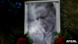 1 лістапада на магіле Васіля Быкава запалілі сьвечкі