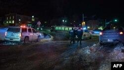 Автомобили полиции рядом с мечетью Квебека, 29 января 2017 года