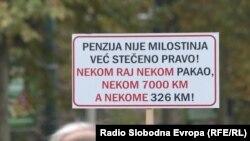 Plakat sa prosvjeda umirovljenika u Federaciji BiH, 2017. godine