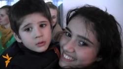 Ata-ana sevgisindən uzaq uşaqların Novruz sevinci