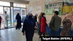 Один из избирательных участков в Сузакском районе Джалал-Абадской области, 4 октября 2020 г.