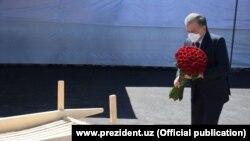 Ўзбекистон президенти Шавкат Мирзиёев Муса Ерниязов дафн этилган қабристон обод қилинишини таъкидлади.