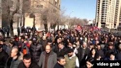 تصویری از تظاهرات مخالفان دولت ارمنستان در ایروان