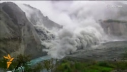 Huge Pakistan Landslide Caught On Camera