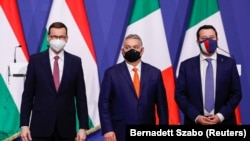Orbán Viktor magyar miniszterelnök, Mateusz Morawiecki lengyel kormányfő, és Matteo Salvini, az olasz Északi Liga párt vezére egy budapesti sajtótájékoztatón, 2021. április 1-én