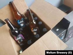 """Кашоните на пивоварна """"Мелтум"""" с асортимента им от бири през пролетта."""