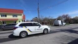 Калинівка - поліцейські через гучномовці закликають людей залишатися вдома через коронавірус