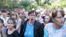 Батьки мітингували проти закриття школи біля Слов'янська (відео)
