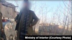 وکیل گذری که در ناحیۀ سیزدهم شهر کابل با دو میل کلاشینکوف و مقدار مهمات و تجهیزات نظامی دستگیر شد.