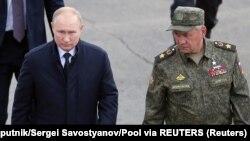 Vlagyimir Putyin elnök és Szergej Sojgu védelmi miniszter a Zapad-2021 hadgyakorlat helyszínén 2021. szeptember 13-án