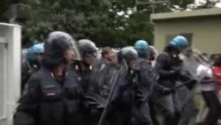 Miqrantlarla polis arasında qarşıdurma olub