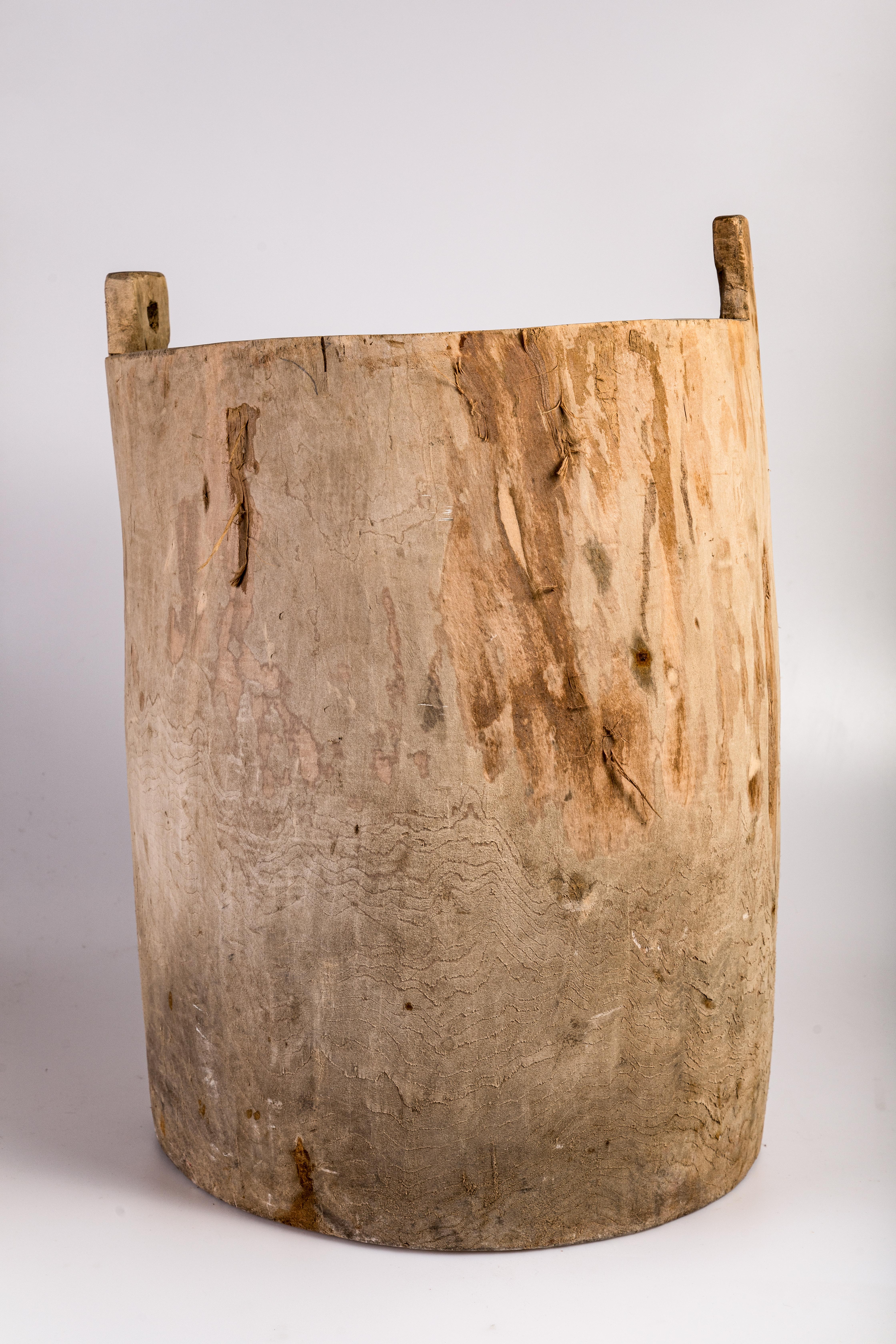 Дерев'яна діжка на ніжках з декількома отворами на дні, що закривалися кілочками, в якій золили (відбілювали, прали) білизну, полотно.
