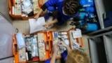 Фельдшеры скорой помощи на базе Крымского республиканского центра медицины катастроф и скорой медицинской помощи проверяют комплектность необходимых препаратов. Симферополь, 30 октября 2020 года