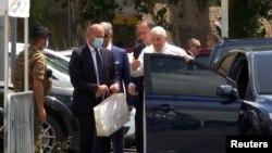 Papa Franjo izlazi iz bolnice u Rimu, 14. juli 2021.