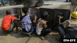 М'янма: протести проти військового перевороту тривають, є загиблі – фотогалерея