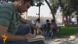 Parkda sevgi əhvalatı .. amma kitaba sevgi
