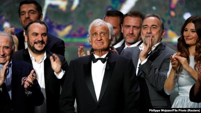 ژان پل بلموندو در مراسم دریافت جایزه سزار فرانسه در ۲۰۱۷