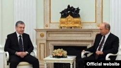 Президенты Узбекистана и России Шавкат Мирзияев и Владимир Путин. Москва, 23 июня 2020 года.