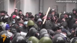 Проросійські активісти захопили подвір'я мерії у Харкові