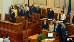 24 юли 2020 г. Новите министри полагат клетва след гласуването в парламента.
