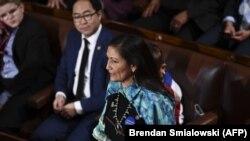 Deb Haaland az Egyesült Államok képviselőházának 116. kongresszusán és eskütételi ünnepségén, 2019. január 3-án, Washington DC-ben