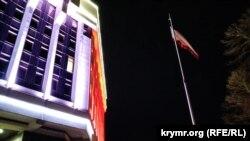 Подсветка на здании российского парламента Крыма