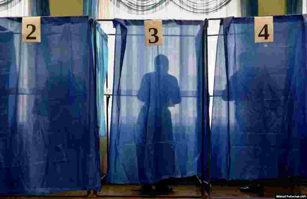 People vote during local elections in Kyiv on October 25. (AP/Mikhail Palinchak)