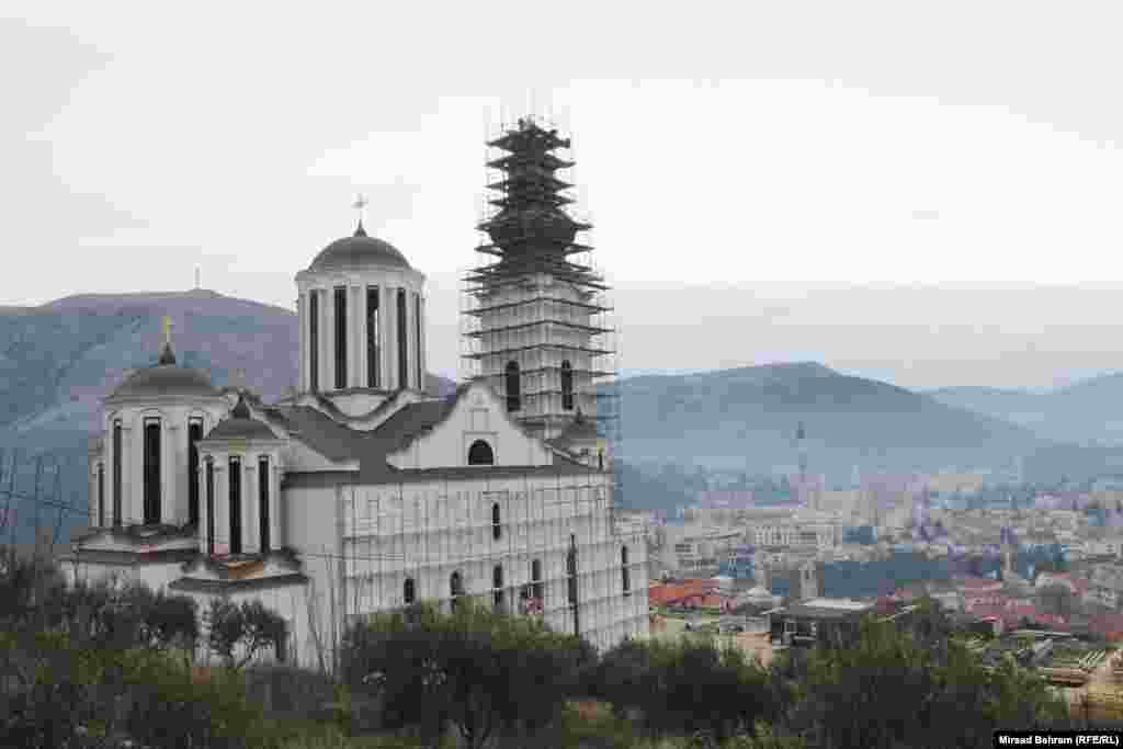 U vrijeme prvobitne izgradnje 1873. godine, Saborna crkva u Mostaru bila je jedna od najvećih pravoslavnih crkava na Balkanu. Prije posljednjeg rata u Bosni i Hercegovini 1992. - 1995. godine predstavljala je jedan od ukrasa sa razglednice Mostara.