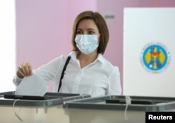 Президент Майя Санду голосует на выборах