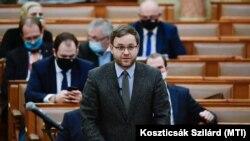 Orbán Balázs a Mathias Corvinus Collegium vezetője, a Miniszterelnökség parlamenti államtitkára beszél a parlament plenáris ülésén, 2020. november 30-án