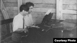 Анания Шварцбург и Филипп Швейник. Енисейск. 1940-е годы
