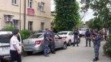 Полиция работает на месте убийства судебных приставов в Сочи