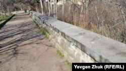Отреставрированная стенка из бетона