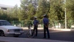 Туркменистан. Полицейские в масках на улице. Сентябрь, 2020