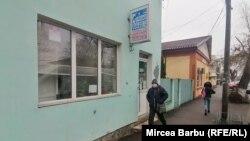 Farmacia medicului veterinar Sandu Dincă e luat cu asalt zi de zi de oameni în căutarea Ivermectinei, unii dintre ei ca să se trateze cu ea împotriva coronavirusului.