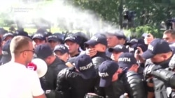 Moldovan Police Clash With Protesters On Independence Day