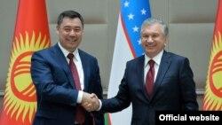 Presidents Sadyr Japarov (left) of Kyrgyzstan and Shavkat Mirziyoev of Uzbekistan agreed at a meeting in Tashkent recently to resolve the vexing border issue.